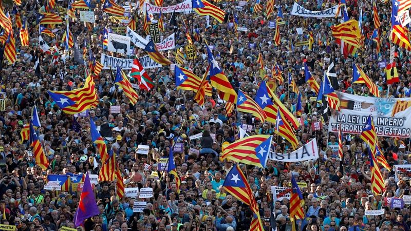 Hundreds of thousands in fresh protests over jailed Catalan separatist leaders