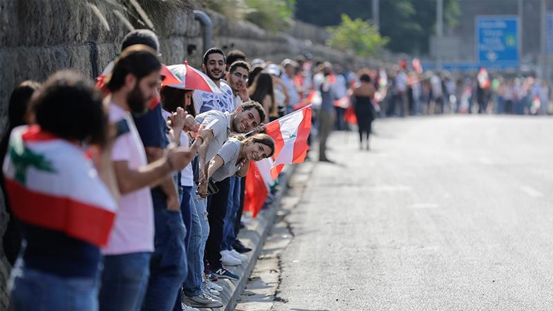 Lebanon protesters form human chain across the country