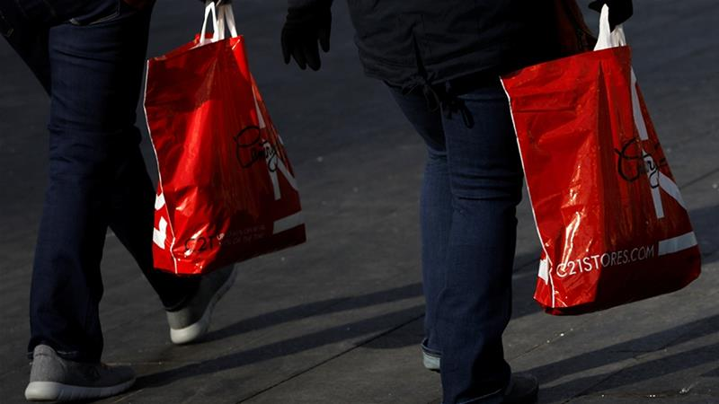 Consumer spending, which accounts for more than two-thirds of United States economic activity, remained resilient in the last quarter [File: Andrew Kelly /Reuters]