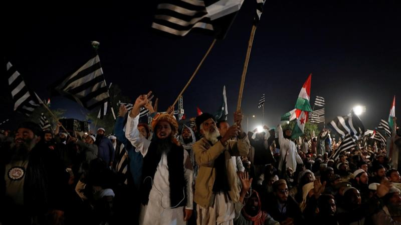 Pakistan anti-government protesters block highway in campaign to oust PM