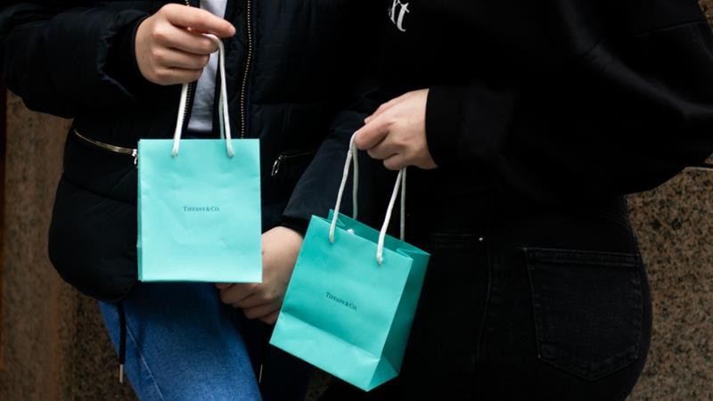 Jewellery-maker Tiffany recommended that its shareholders accept the takeover bid by French luxury products giant LVMH, owner of brands such as Louis Vuitton and Christian Dior [File: Mark Kauzlarich/Bloomberg]