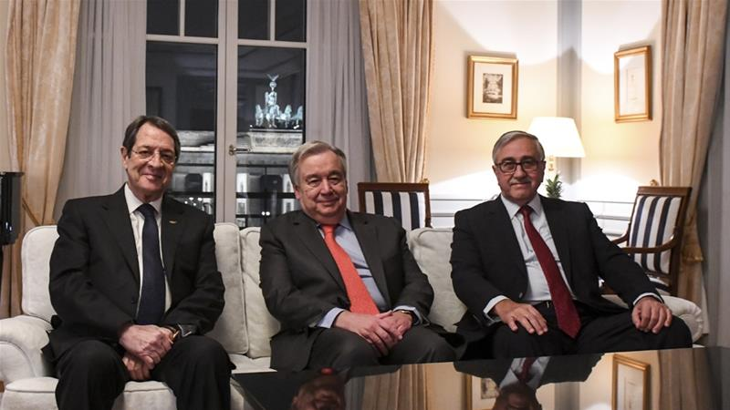 Guterres (centre) met Anastasiades (left) and Akinci (right) for an informal dinner in a Berlin hotel [Tobias Hofsaess/United NAtions/AFP]