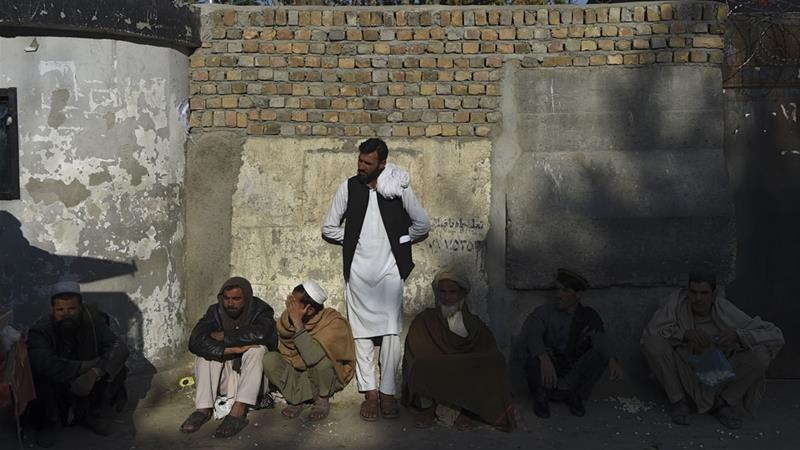Men wait for visas outside Pakistan's embassy as many Afghans need urgent medical treatment [Wakil Kohsar/AFP]