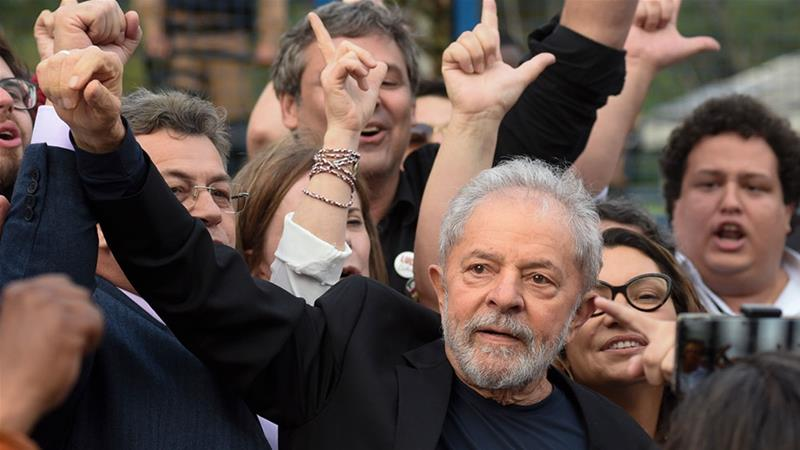 Former Brazilian President Luiz Inacio Lula da Silva gestures as he leaves the Federal Police Headquarters, where he was serving a sentence for corruption and money laundering, in Curitiba, Parana State, Brazil [Henry Milleo/AFP]