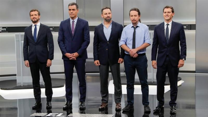 From left: Pablo Casado (PP), acting PM Pedro Sanchez (PSOE), Albert Rivera (Ciudadanos), Pablo Iglesias (UP) and Santiago Abascal (Vox) pose before a televised debate [File: Susana Vera/Reuters]