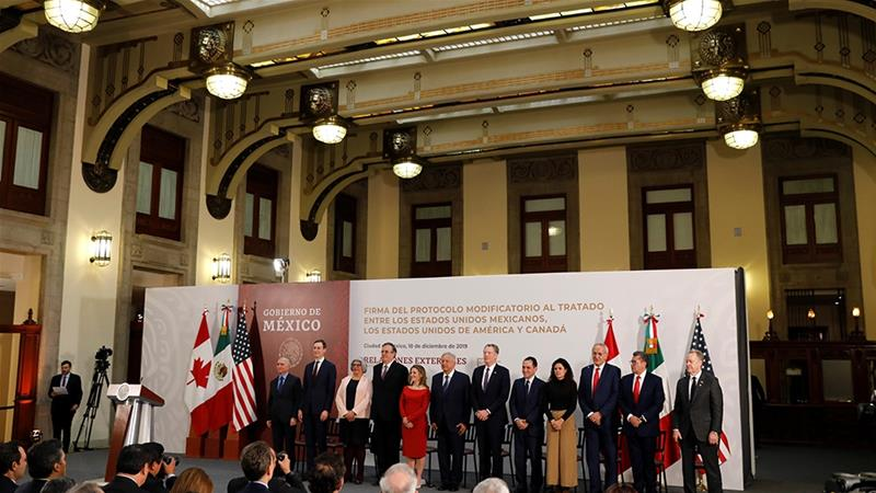Mexico's President Andres Manuel Lopez Obrador, Canadian Deputy Prime Minister Chrystia Freeland and US Trade Representative Robert Lighthizer pose next to other representatives during a meeting at the Presidential Palace, in Mexico City, Mexico [File: Carlos Jasso/Reuters]