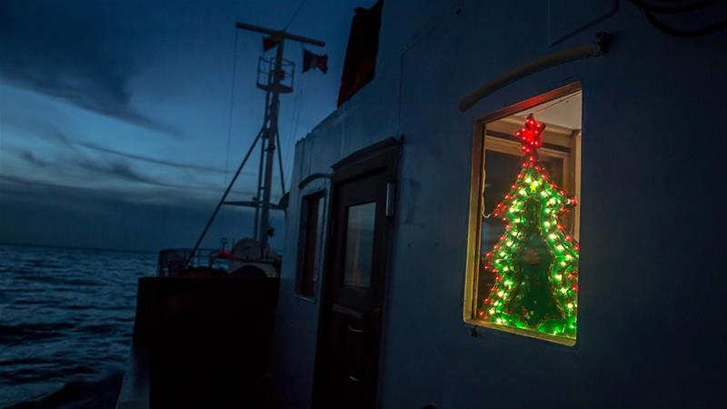 Volunteers set sail on Christmas Day in hope of helping refugees