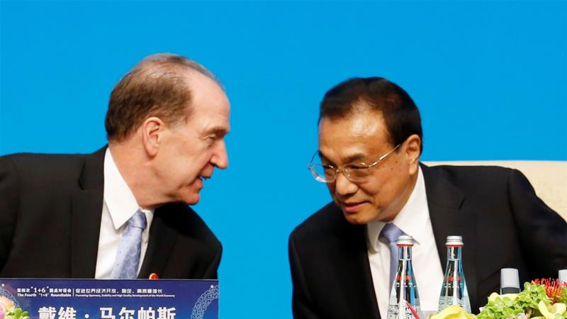 "World Bank President David Malpass talks to Chinese Premier Li Keqiang following the ""1 6"" Roundtable meeting in Beijing, China November 21, 2019 [Florence Lo/Reuters]"