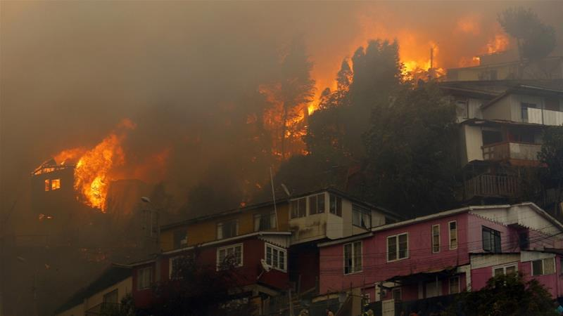 200 homes destroyed as forest fires tear through historic Chilean city