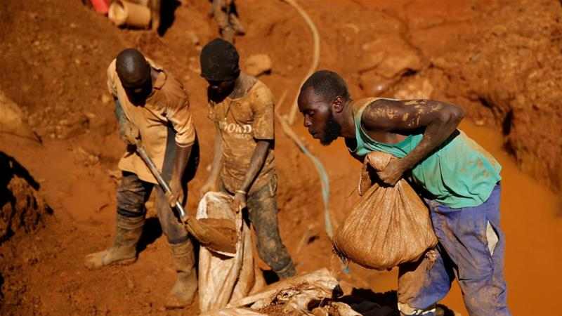 Zimbabwe gold miners killed in flooded shafts