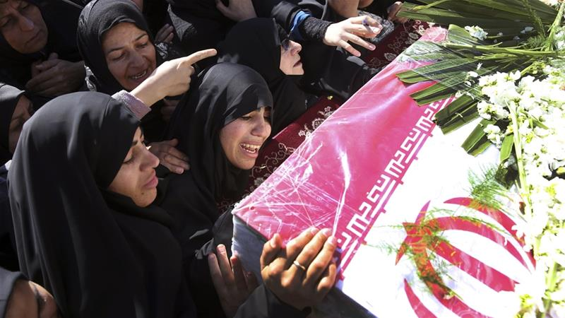Mourners gather on Saturday in Esfahan to bury the victims of Wednesday's suicide attack [Ebrahim Noroozi/AP]