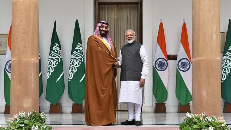 Saudi Crown Prince Mohammed bin Salman is welcomed by Indian Prime Minister Narendra Modi at the presidential palace in New Delhi [Anadolu Agency]