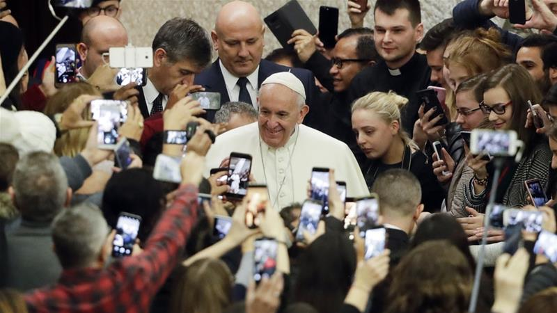 Pope urges Muslims, Christians to reject war