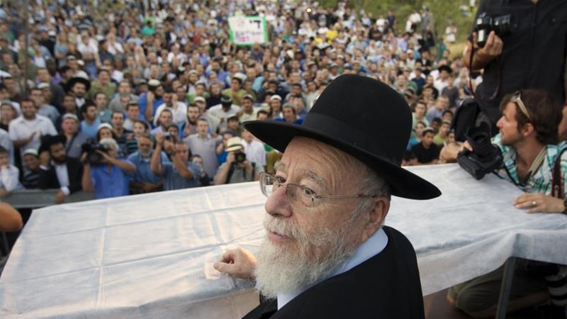 Rabbi Dov Lior attends a 2011 rally against his arrest over his endorsement of The King's Doctrine, a book offering a religious justification for killing innocent non-Jews [File: Ronen Zvulun/Reuters]