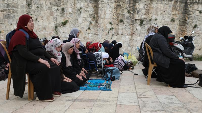 Palestinians perform prayer at Bab al-Asbat (Lions Gate) after Israeli forces closed several entrances to Al-Aqsa Mosque complex on Tuesday in occupied East Jerusalem [Anadolu Agency]