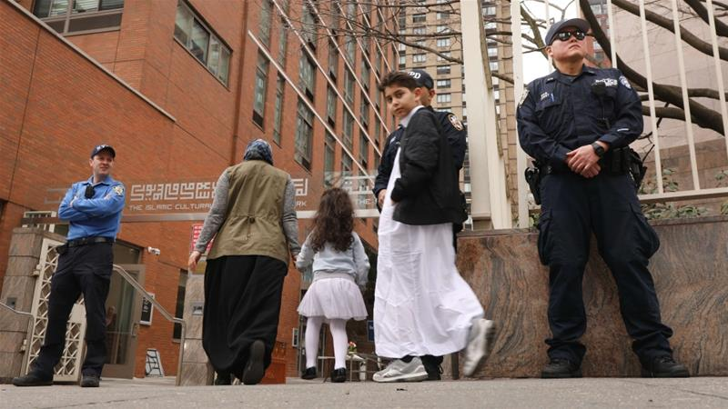 NYC police officers guard a mosque in Manhattan following mass shootings at two mosques in New Zealand on Friday [Spencer Platt/AFP]