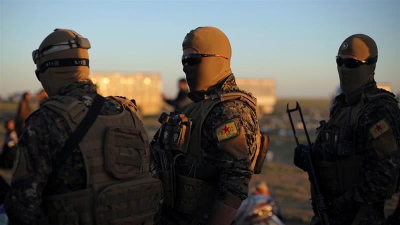 Last pocket of Isil militants dig in as bombs rain down
