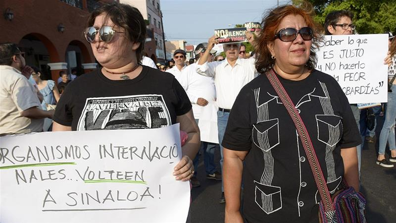 Griselda Triana (R), the widow of Mexican journalist Javier Valdez  participates in a march in Caliacan [Juan Carlos Cruz/EPA]