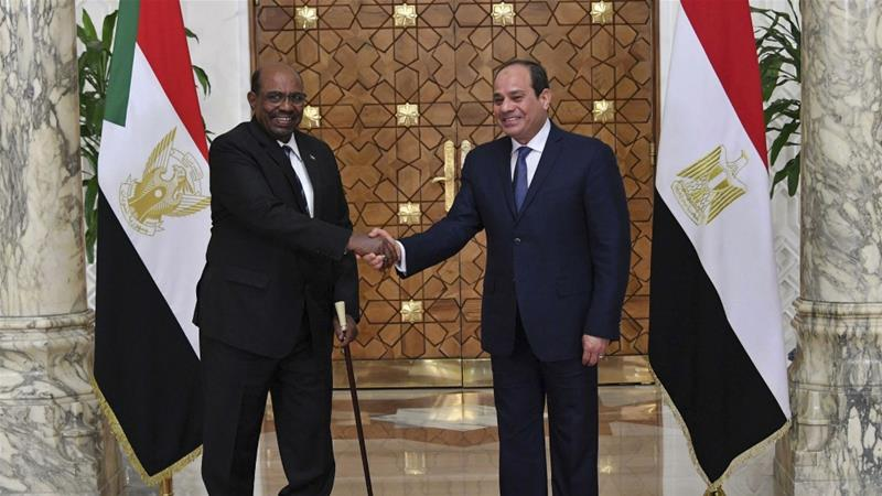 Protest move comes after a thaw in ties following an October summit between leaders Omar al-Bashir (left) and Abdel Fattah el-Sisi (right) [File: Egyptian Presidency via AP]