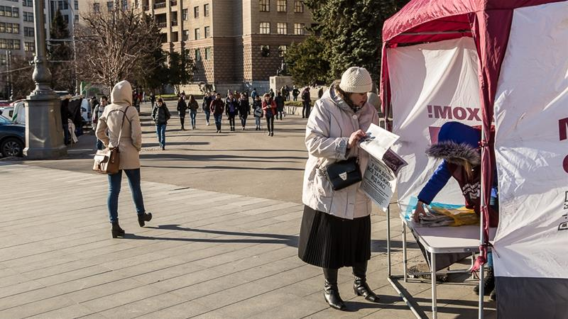 Polls open as Ukrainians elect new president