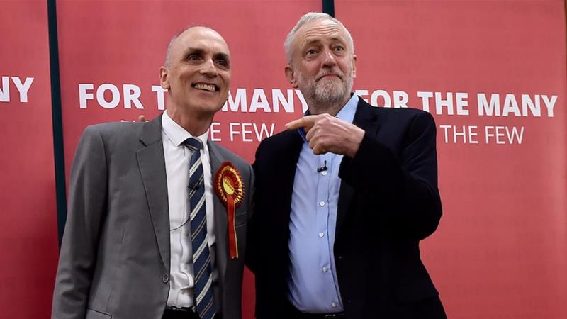 Leader of Britain's Labour Party, Jeremy Corbyn, seen with Labour MP Chris Williamson who has recently been suspended for allegedly making anti-Semitic remarks, May 6 2017 [File:Reuters]