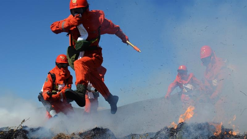 Sichuan province: 30 firefighters die battling China forest fire