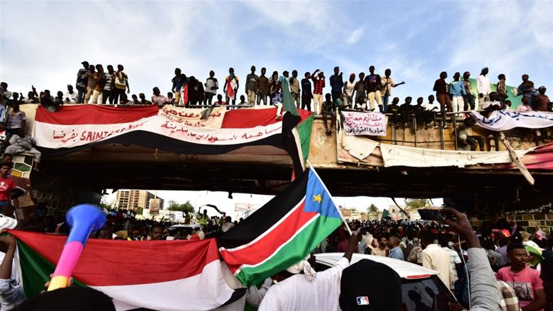 Sudanese demonstrators continue sit-in demanding civilian-led transition to democracy [Ahmed Mustafa/AFP]