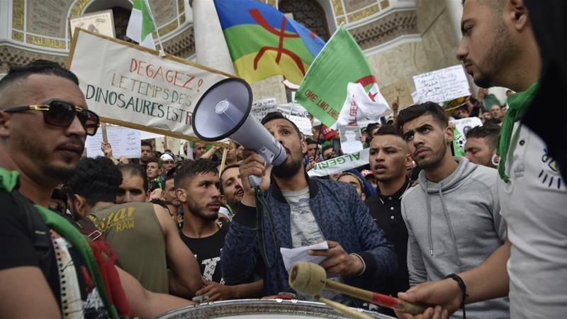 Algerian protesters keep up pressure on old political guard
