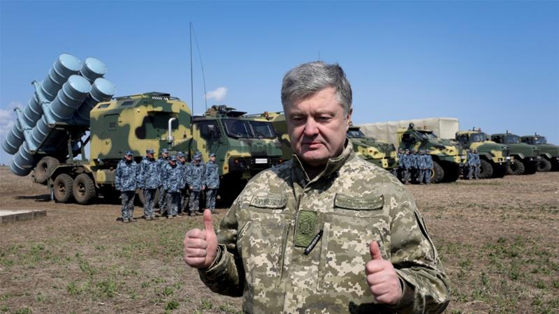 Ukraine's President Petro Poroshenko gives two thumbs up as he visits a firing ground to oversee tests of Ukrainian missile systems near Odessa, Ukraine on April 5, 2019 [Mikhail Palinchak/Reuters]