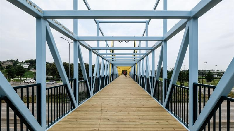 The Hixon Whitney Bridge designed by Siah Armajani was built in 1988 in Minneapolis, the US [Sharon Mollerus/Flikr/CC BY 2.0]