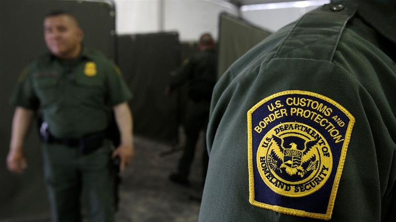 U.S. Border Patrol agents are seen during a tour of US Customs and Border Protection temporary holding facilities in El Paso, Texas [Jose Luis Gonzalez/Reuters]