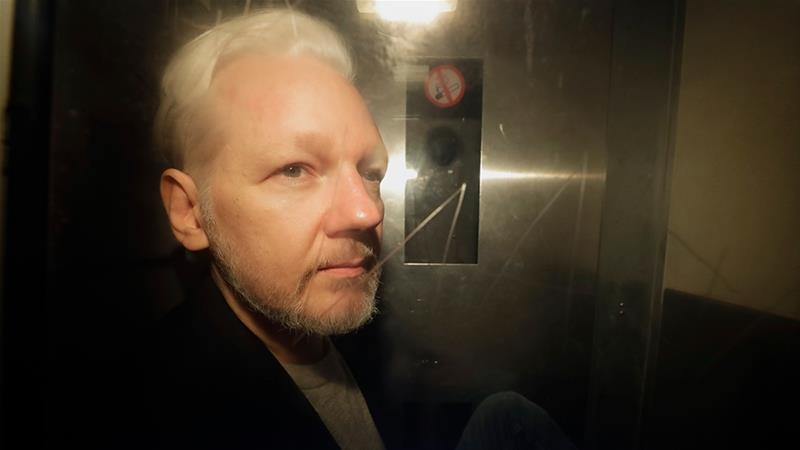 Swedish prosecutor files request for Assange's arrest