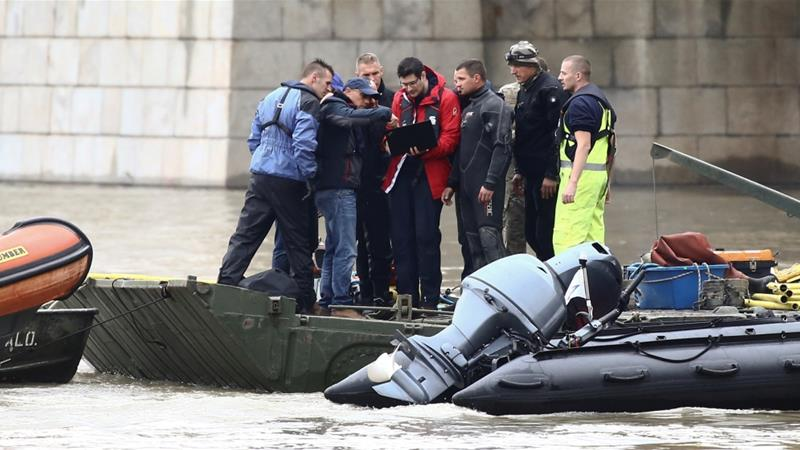 Police special forces and divers at the site of the accident in central Budapest [Antonio Bronic/Reuters]