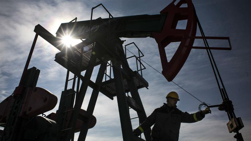 the US has slowed its drilling, while Russia and Saudi Arabia have agreed on keeping production cuts stable [Martin Divisek/Bloomberg]