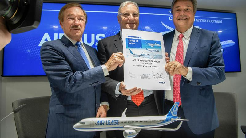 (Left to right) Steven Udvar-Hazy, Air Lease executive chairman, Christian Scherer, Airbus CCO, John Plueger, Air Lease CEO [Photo: Airbus handout]