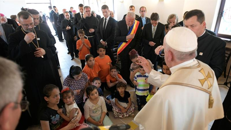 Pope apologises to Roma for Catholic Church's discrimination