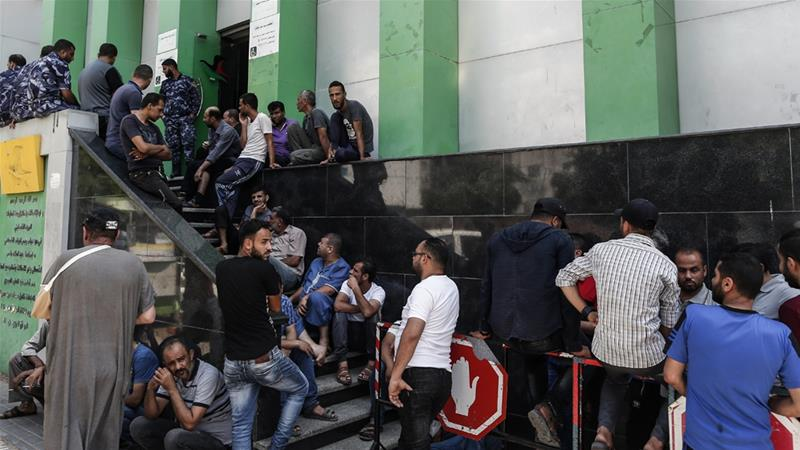 Long queues formed outside a post office in Gaza City as people awaited the Qatari grants [Mahmud Hams/AFP]