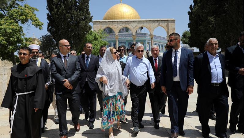 A source told AFP that the arrest of the Palestinian minister for Jerusalem affairs was likely related to the Chilean President's visit to the Al Aqsa Mosque complex on Tuesday  [Ammar Awad/Reuters]