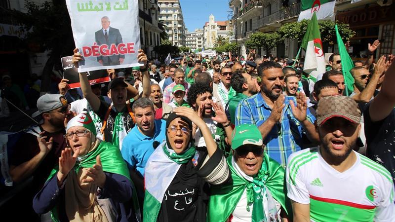 I manifestanti hanno chiesto che le elezioni siano posticipate e che Bensalah si dimetti [File: Ramzi Boudina / Reuters]