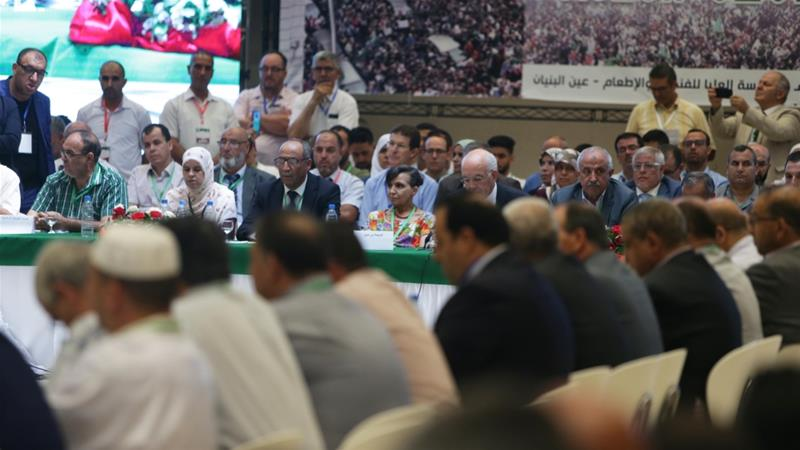 The representatives of Algeria's opposition political parties gather during a meeting to discuss and find solutions regarding current crises in the country [File: Anadolu Agency]