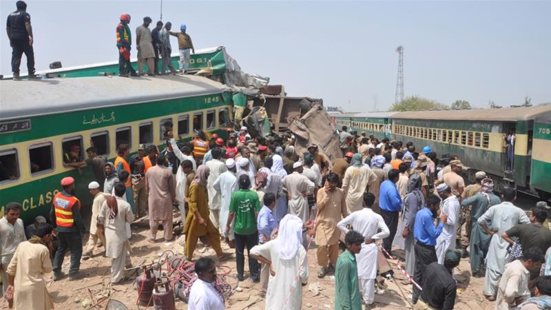 Train collision in Pakistan kills at least 16