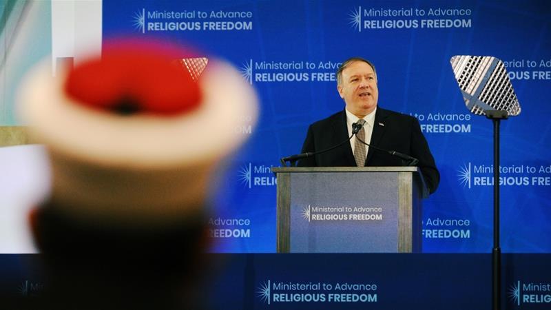 Pompeo, Bakanlar'a Washington'daki Dışişleri Bakanlığı'nın Dini Özgürlüklerini İlerletme konusunda hitap ediyor [Mary F Calvert / Reuters]