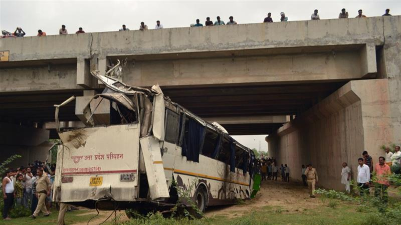 The bus was travelling from New Delhi to Lucknow when the accident happened about 4.15am near Agra [Pawan Sharma/AFP]