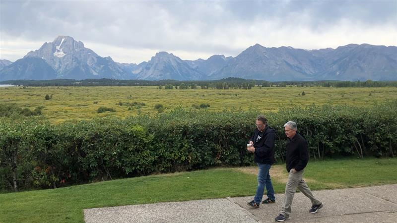 Federal Reserve Chair Jerome Powell, right, sought to calm markets in his measured remarks at the annual conference on monetary policy, in Jackson Hole, Wyoming [Ann Saphir/Reuters]