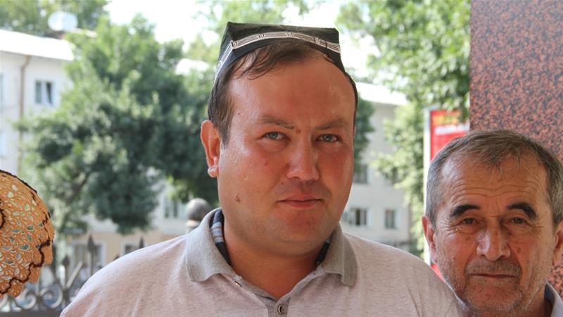 Andrey Kubatin waits for his trial in front of Tashkent's district court [Agnieszka Pikulicka-Wilczewska/Al Jazeera]