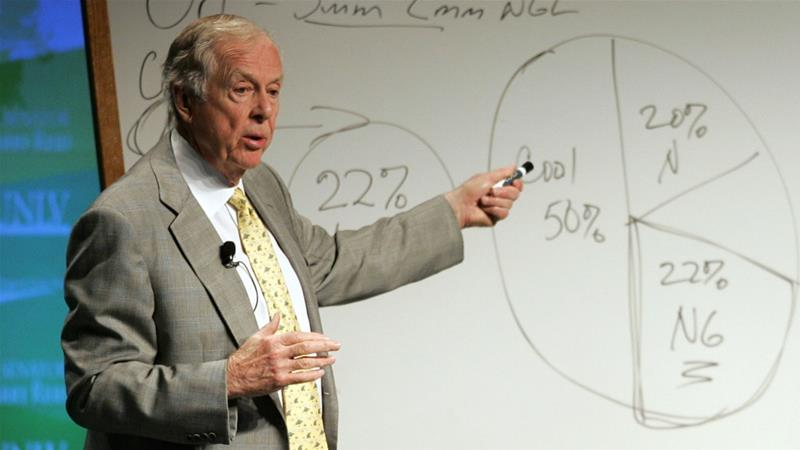 Chairman of BP Capital Management T Boone Pickens explains his energy policy plan during the National Clean Energy Summit at the University of Nevada in 2008 [Steve Marcus/Reuters]
