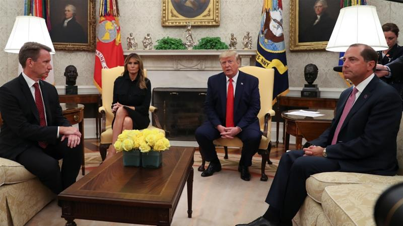 US President Donald Trump speaks about banning non-tobacco flavoured vaping products as Health and Human Services Secretary Alex Azar, right, and Acting Food and Drug Administration Administrator Norman Sharpless, left, listen in the Oval Office [Leah Millis/Reuters]