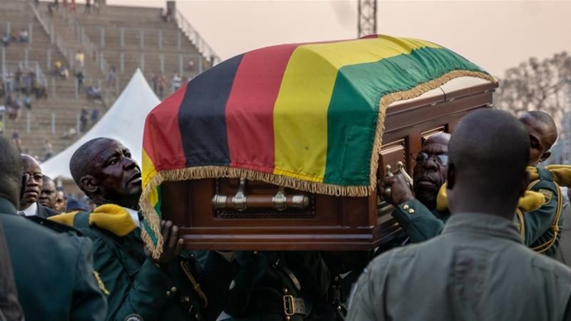 Soldiers carry Mugabe's casket into the helicopter back to the family mansion where it will lie in state [Tendai Marima/Al Jazeera]