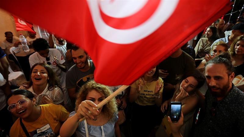Tunisia presidential vote: Outsiders claim lead in first round