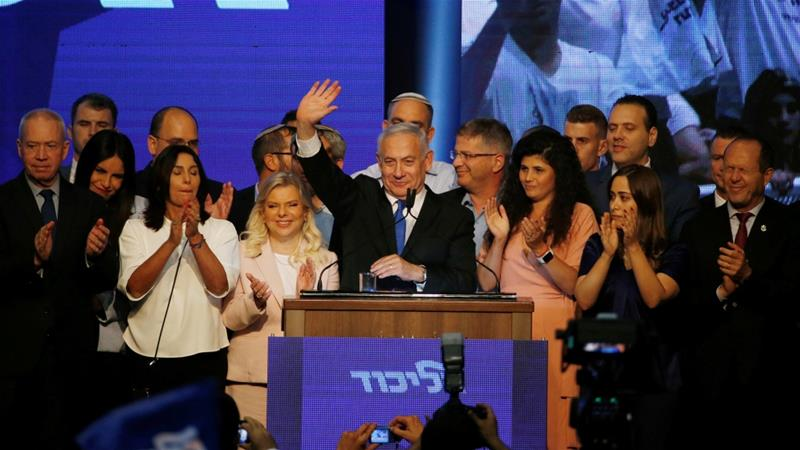 With more than 97 percent of the vote counted, the centrist Blue and White party led by Gantz has 33 seats, while Netanyahu's right-wing Likud party trails with 31 [Ronen Zvulun/Reuters]
